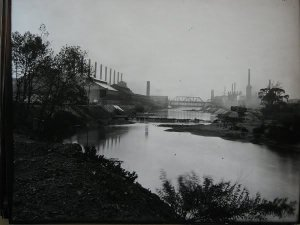 Mahoning River Mills c. 1910 (accessed from: http://www.allthingsyoungstown.net/articles/in_youngstown_we_made_steel/article.htm)