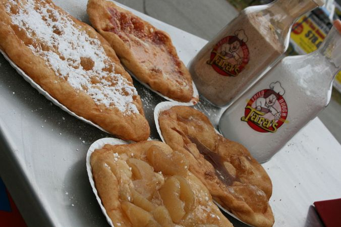 1024px-Fried_Dough_Toppings