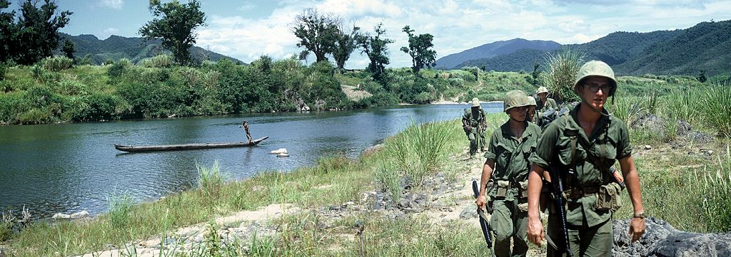 3rd_Marines_patrolling_near_Quang_Tri_River_in_Vietnam_1967