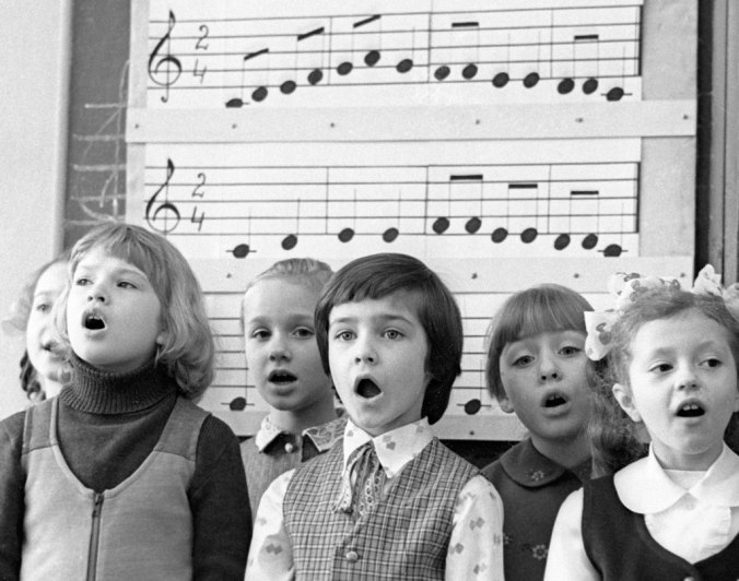 1024px-RIAN_archive_24089_The_youngsters_singing