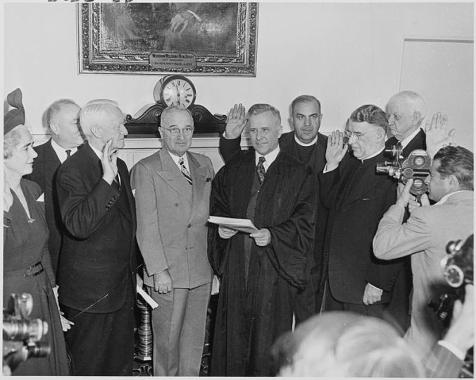 800px-Photograph_of_President_Truman_at_the_swearing-in_ceremony_for_members_of_the_President's_Commission_on_Internal..._-_NARA_-_200270