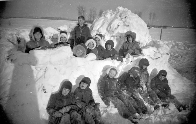 School_kids_in_a_snow_fort_(23677889675)