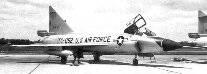 86th_Fighter-Interceptor_Squadron_Convair_TF-102A-36-CO_Delta_Dagger_55-4052